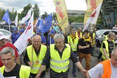 Demonstracja hutników przed siedzibą dyrekcji w Dąbrowie Górniczej